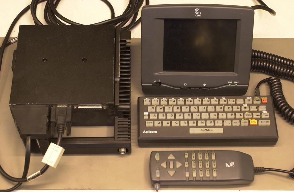 RB660/DT3000, näyttö, näppäimist&aouml; ja viivakoodinlukija